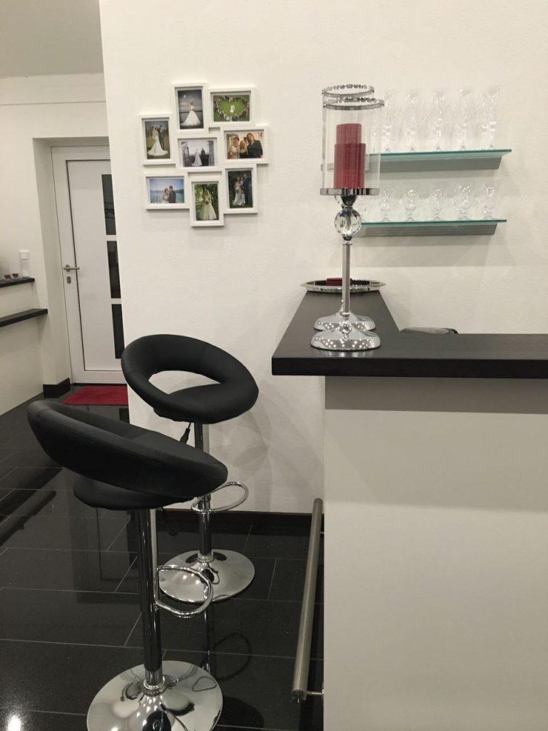 Atelier - Bar mit Sitzmöglichkeiten
